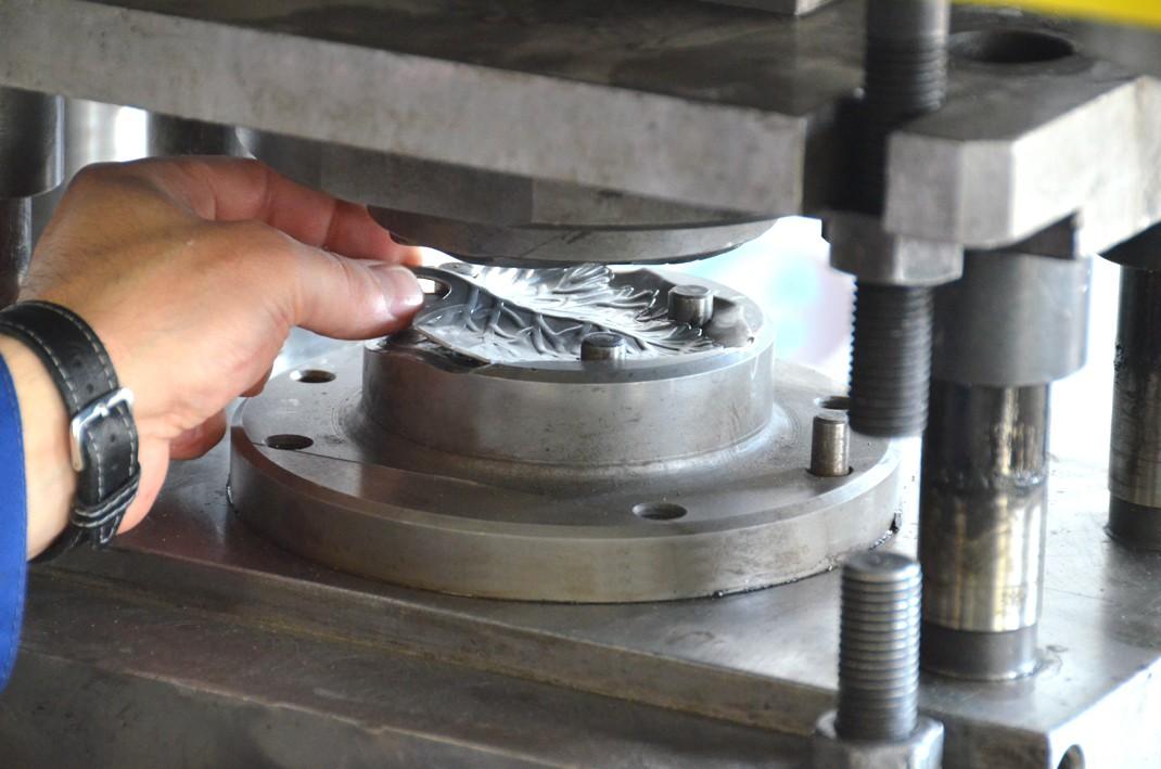 Изготовление штампов для штамповки металла. Изготовление холодных штампов и пресс-форм. Основные этапы штамповки деталей